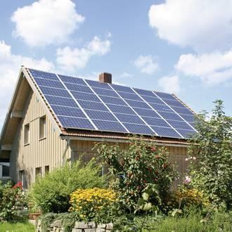 Bild: Photovoltaikanlage auf Holzhaus