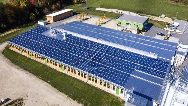 Photovoltaikanlage auf Produktionsbetrieb