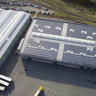 Bild: Photovoltaikanlage auf Lagerhalle