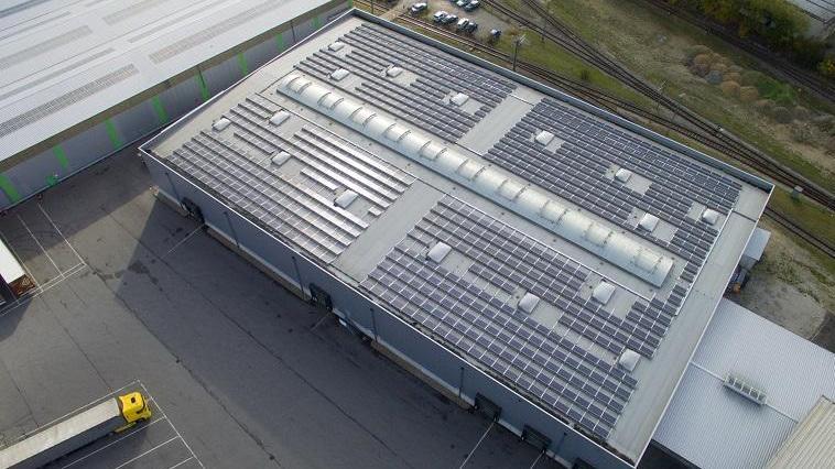 Photovoltaikanlage auf Spedition