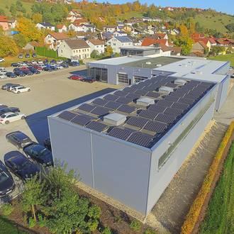 Bild: Photovoltaikanlage auf Gewerbebetrieb
