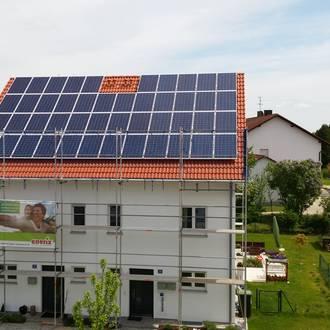 Bild: Photovoltaikanlage in Bauphase